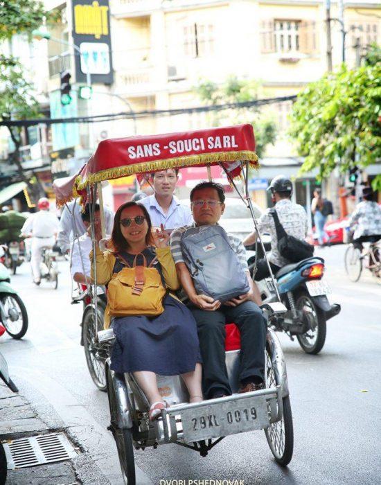 סוג של מונית בהאנוי...