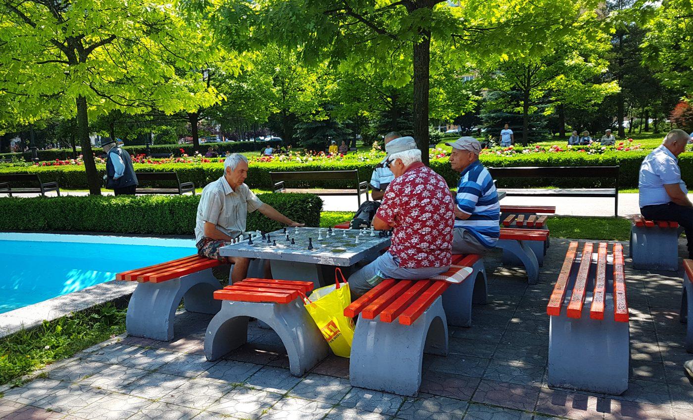 בפארק,פנסיונרים משחקים