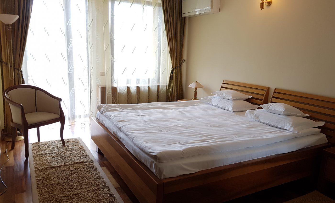 חדר המלון בפויאנה בראשוב