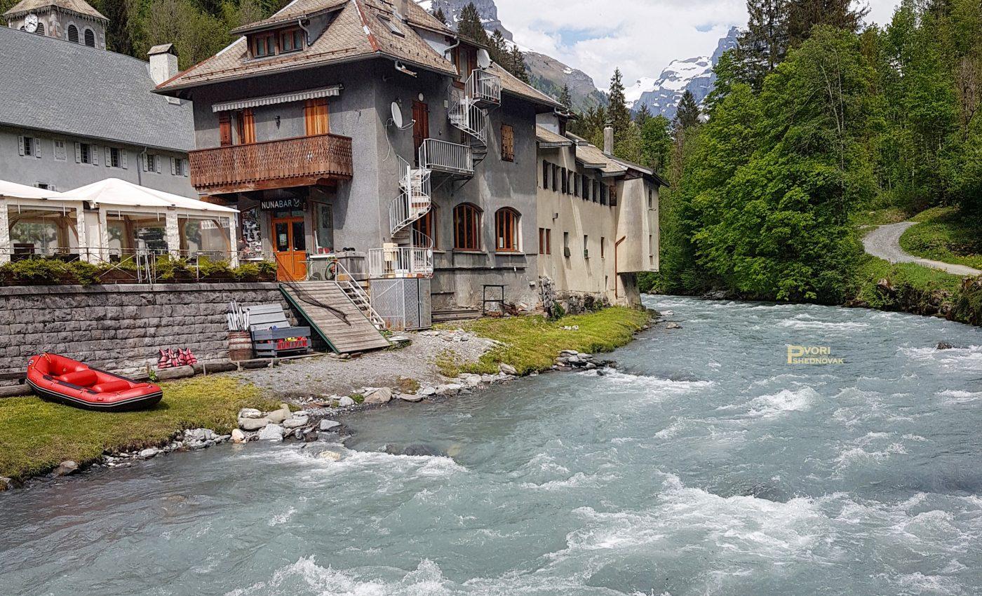 נהר שוצף מזמין לרפטינג