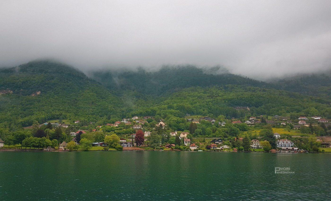 עיירות יפות למרגלות האגם