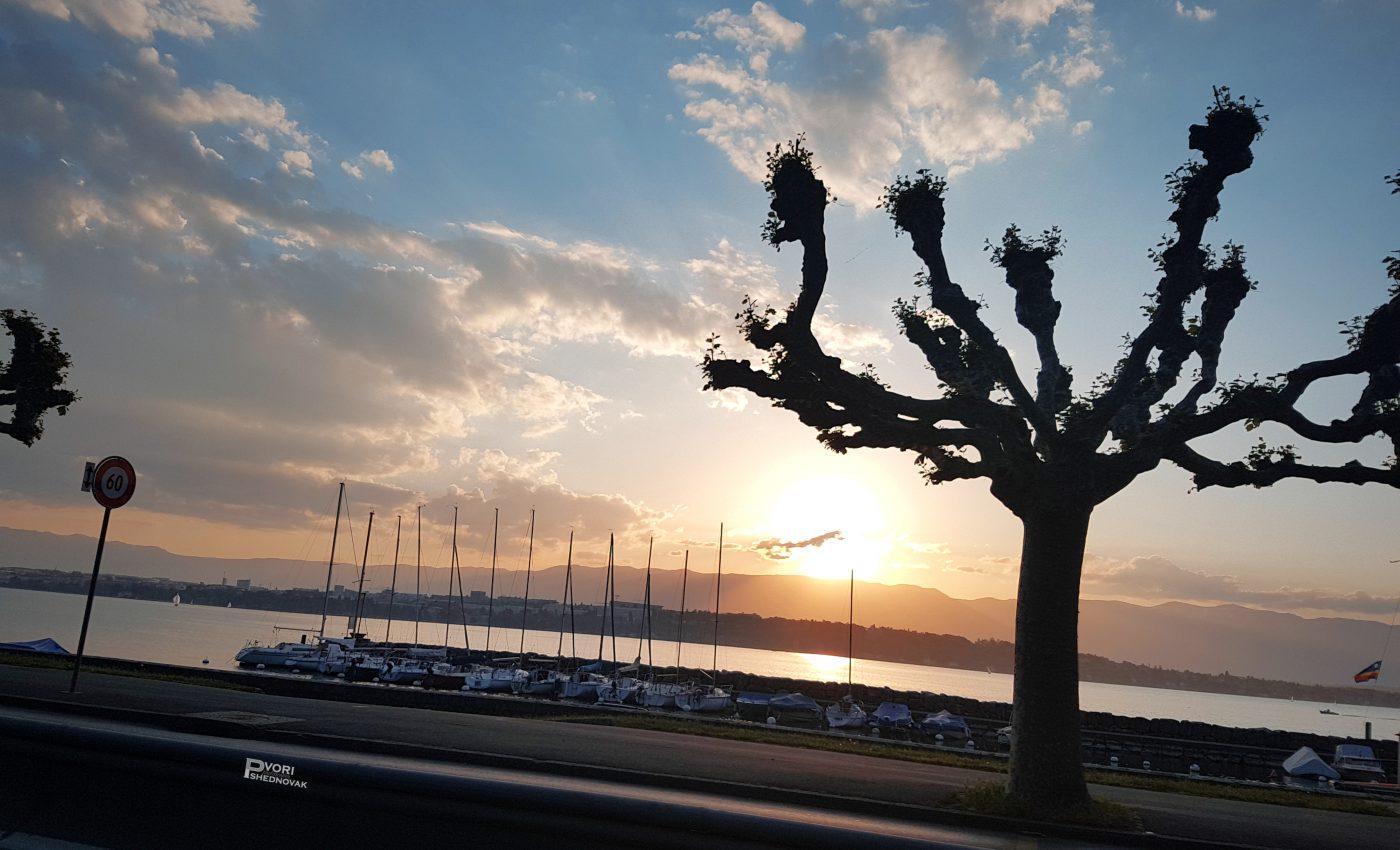 שקיעה מאוחרת באגם ז'נבה