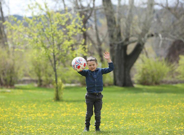 משחק בכדור בפארק