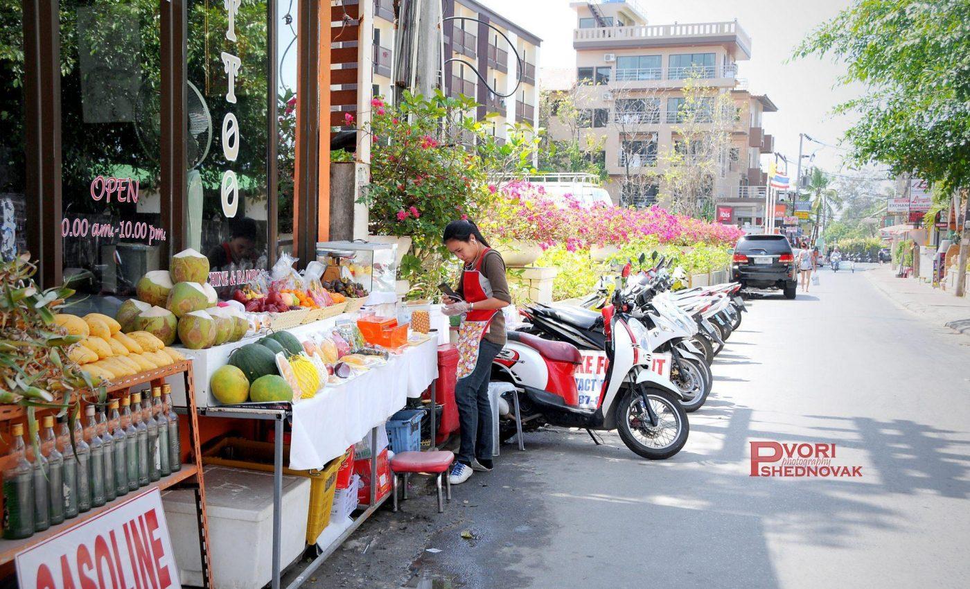 אופנועים,פירות טרופיים וסמארטפון.תאילנד במיטבה