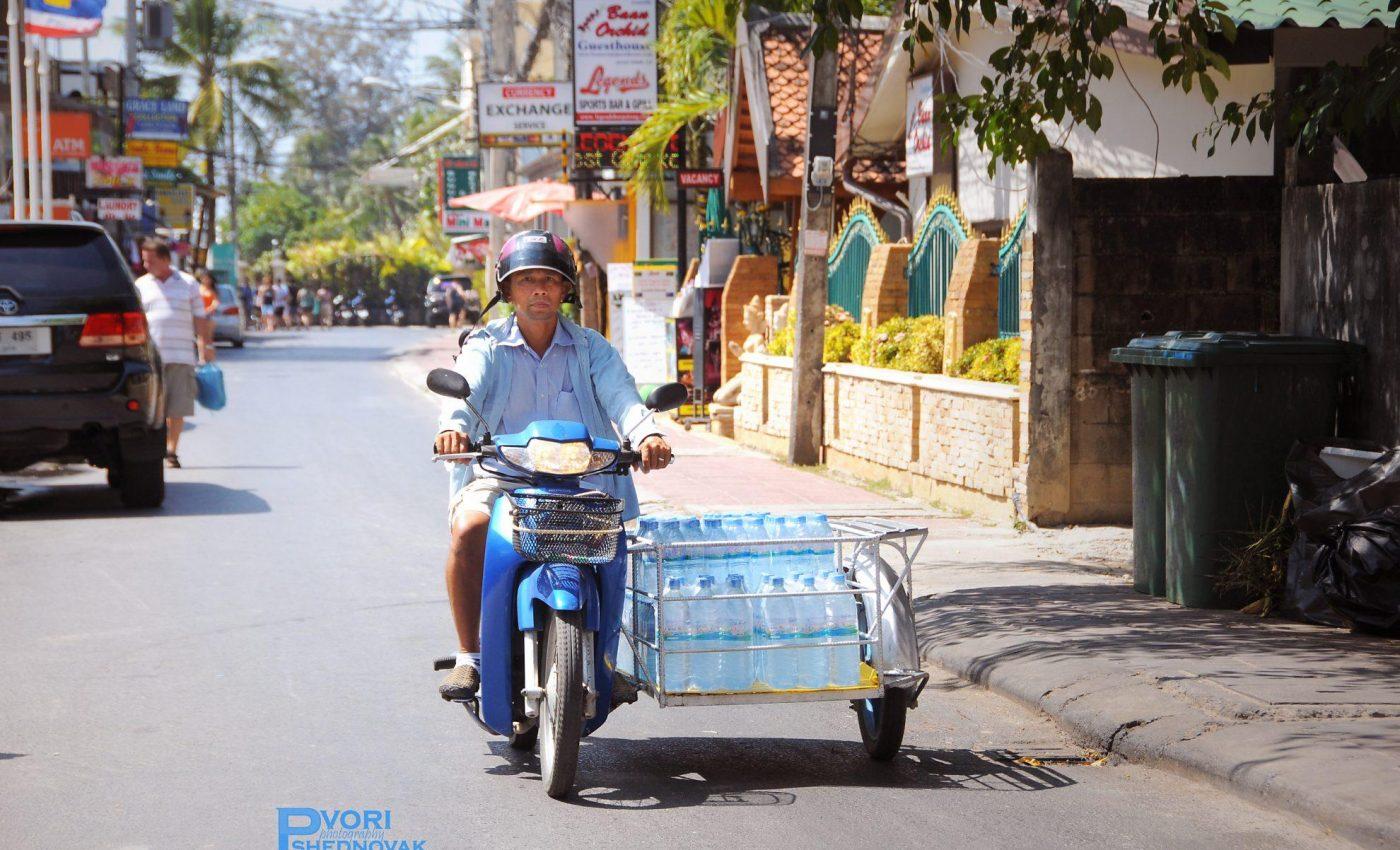 כשאסור לשתות מי ברז נזקקים להרבה בקבוקי מים