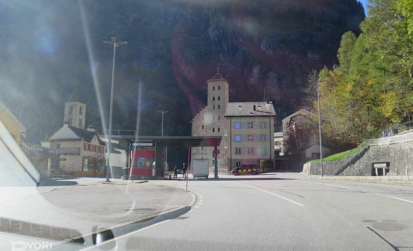 מעבר הגבול בין איטליה לשוויץ
