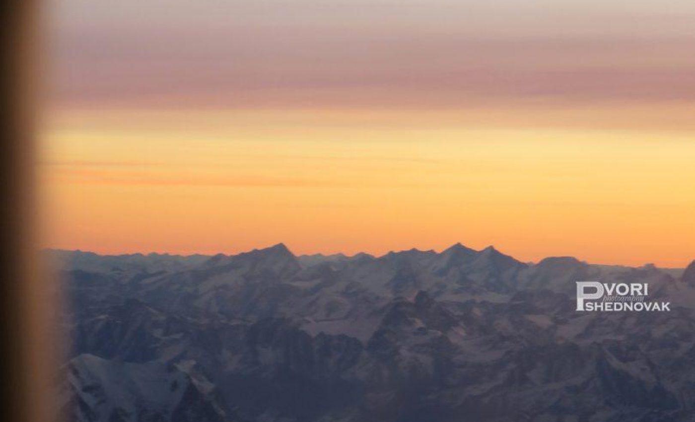 זריחה על הרי שוויץ המושלגים