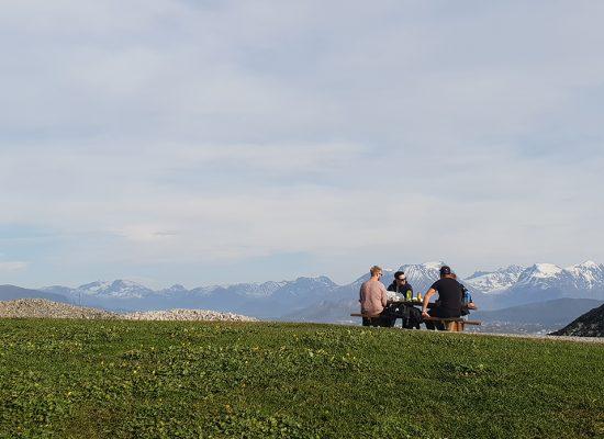 שולחנות פיקניק מול הנוף