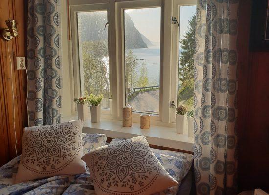 נוף לפיורד מחדר השינה