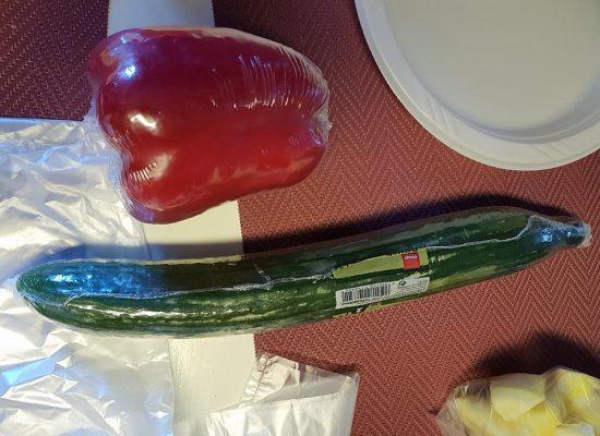 ירקות שנמכרים כיחידה, 10 ש''ח למלפפון