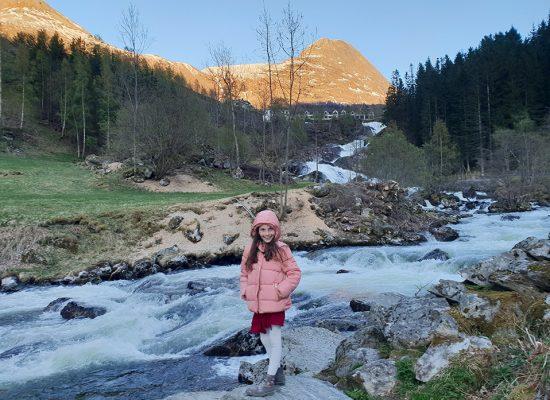 מסלול מדהים על המפלים ועד לפיורד Fossevandring Geiranger