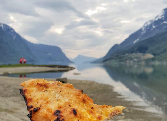 ארוחת צהריים על שפת האגם