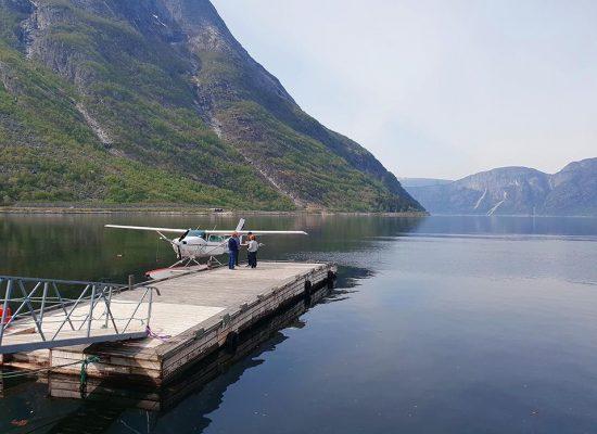 מטוס קל נוחת על המים