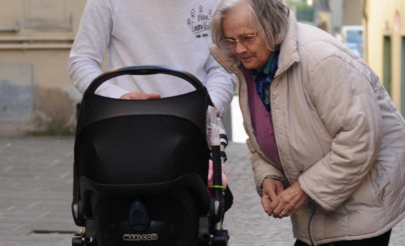 נמסה מהתינוקת בעגלה