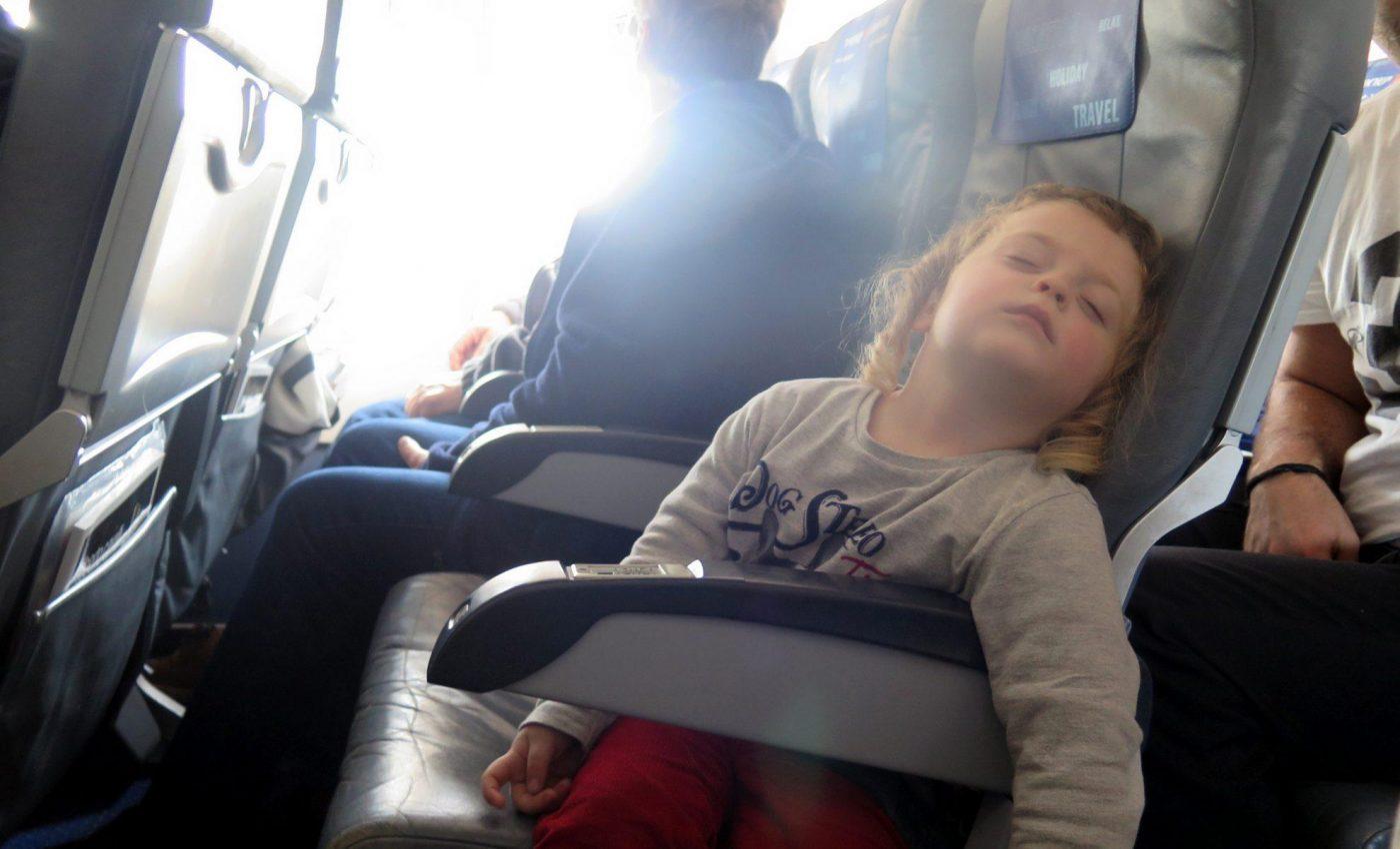 טיסה עם ילדים