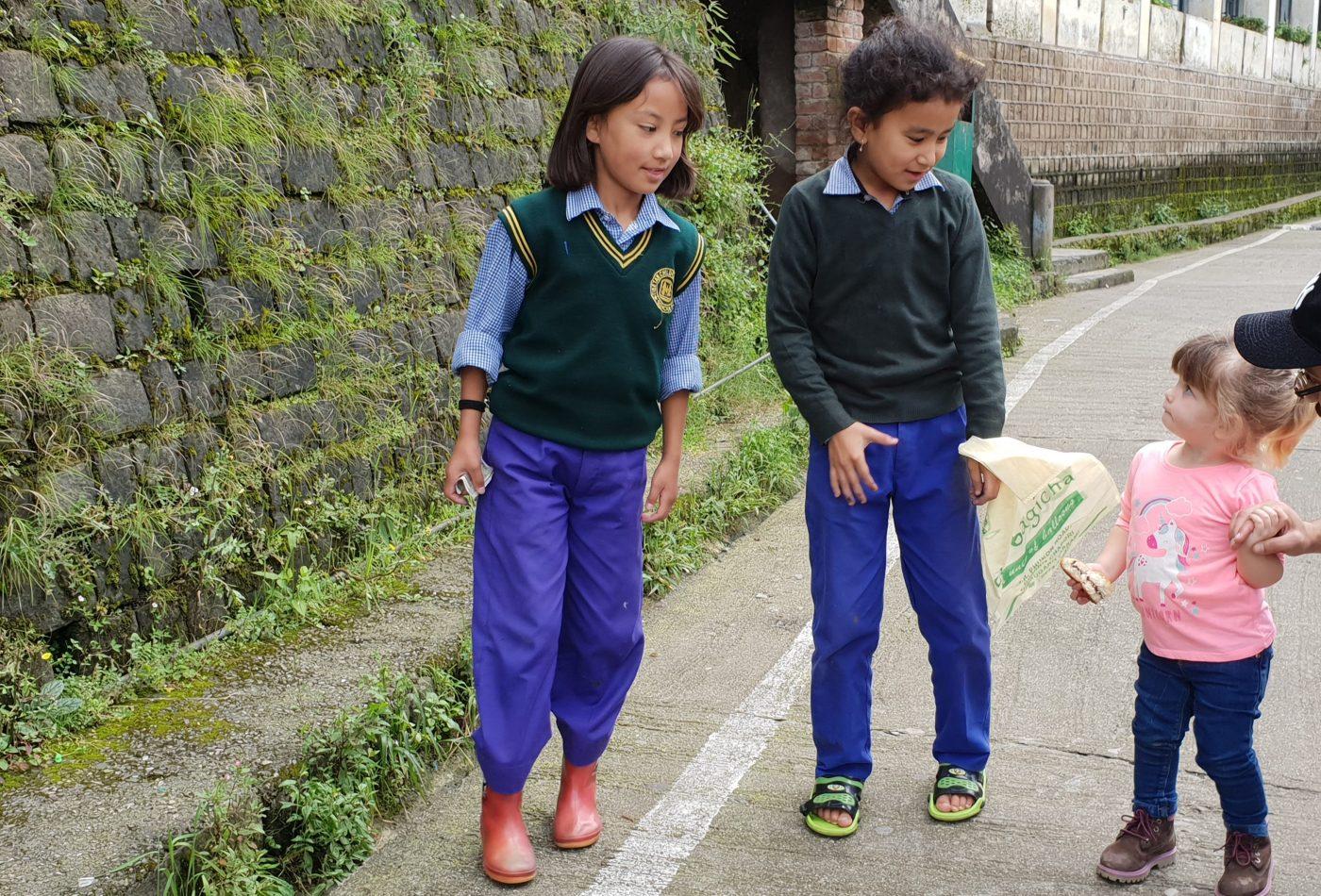 ילדות בכפר הילדים הטיבטי