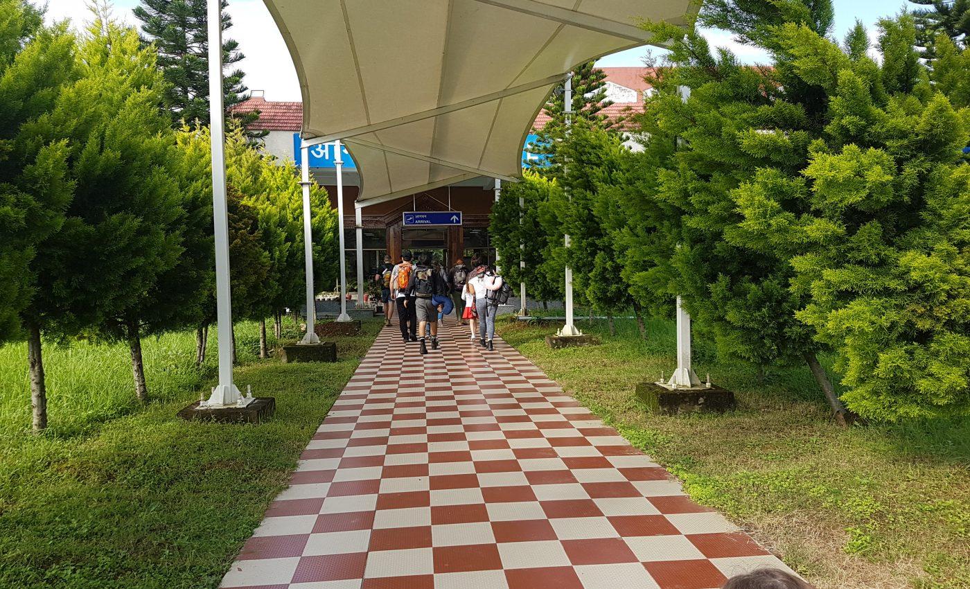 הכניסה לאולם הנוסעים