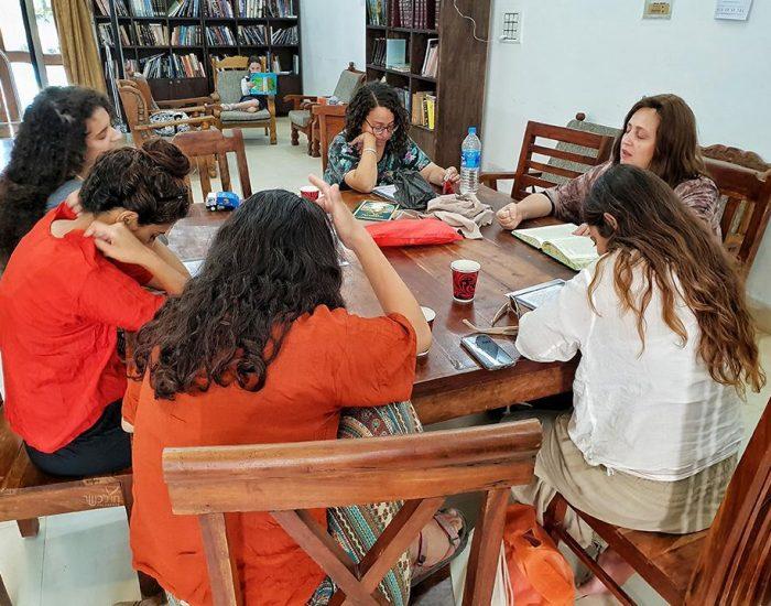 שיעור בוקר בבית חב''ד בפושקר