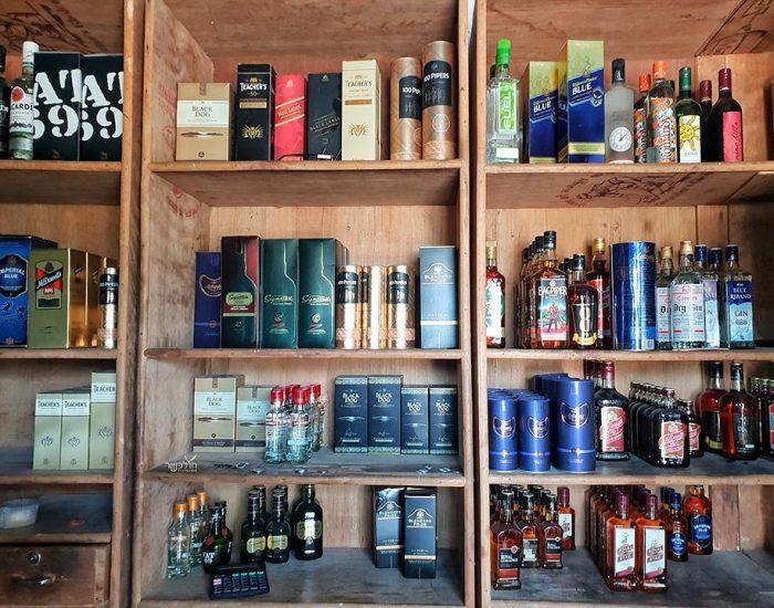 חנות אלכוהול ליד פושקר