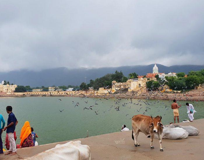 האגם הקדוש ביום מעונן