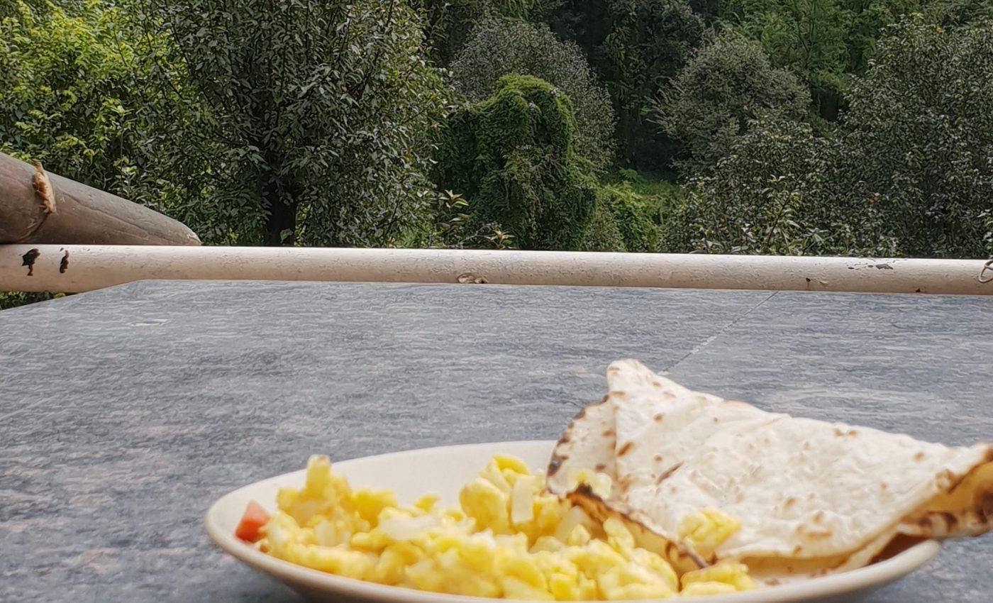 ארוחת בוקר חריפה מול הנוף