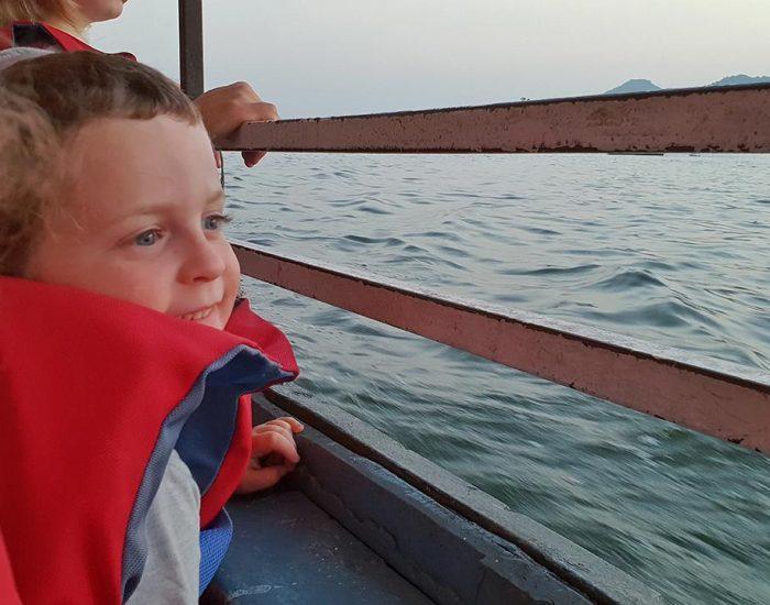 שייט מדהים בשקיעה על אגם פיצ'ולה