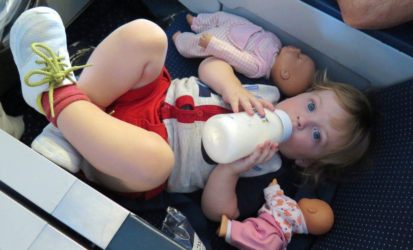 מתמקם במטוס...