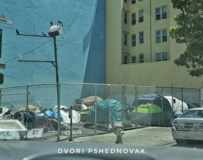 הומלסים ברחובות סן פרנסיסקו. במציאות זה בכל מקום והרבה יותר נורא