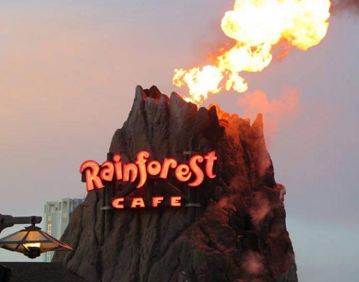 מסעדה מגניבה, מבחוץ כמו הר געש