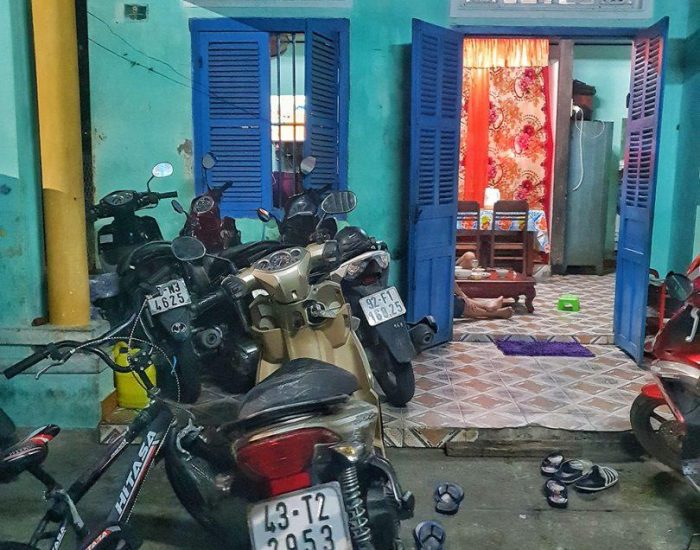 בית בהוי אן, חיים בחלון ראווה