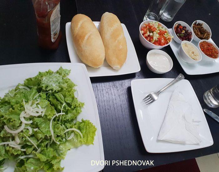 ארוחת בוקר בבית חב''ד