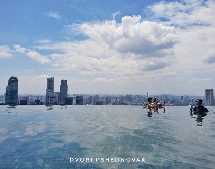 בריכת המלון בסינגפור