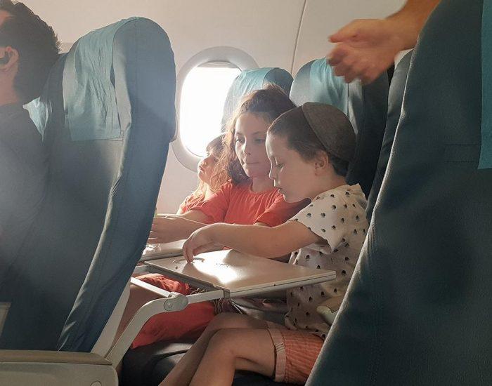 ילדים טסים...