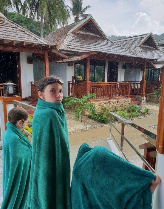 גשם בבריכה