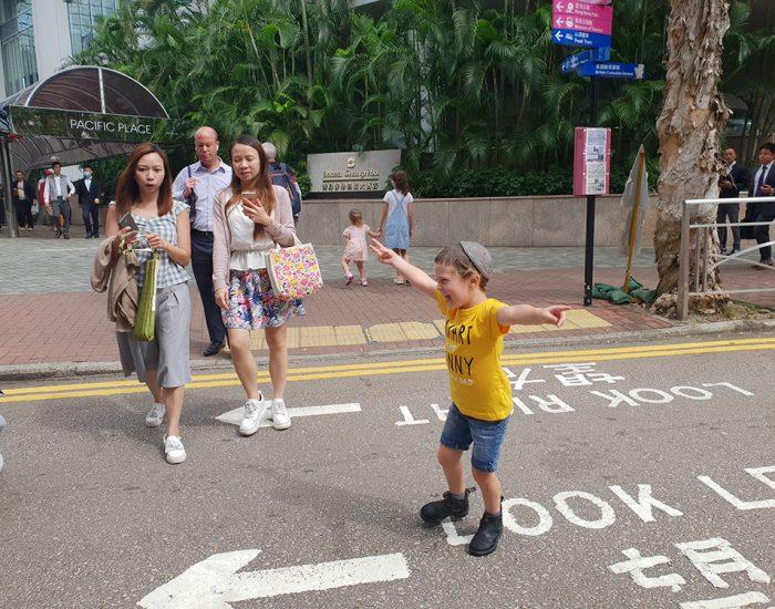 הוא ממש אוהב את הונג קונג :)