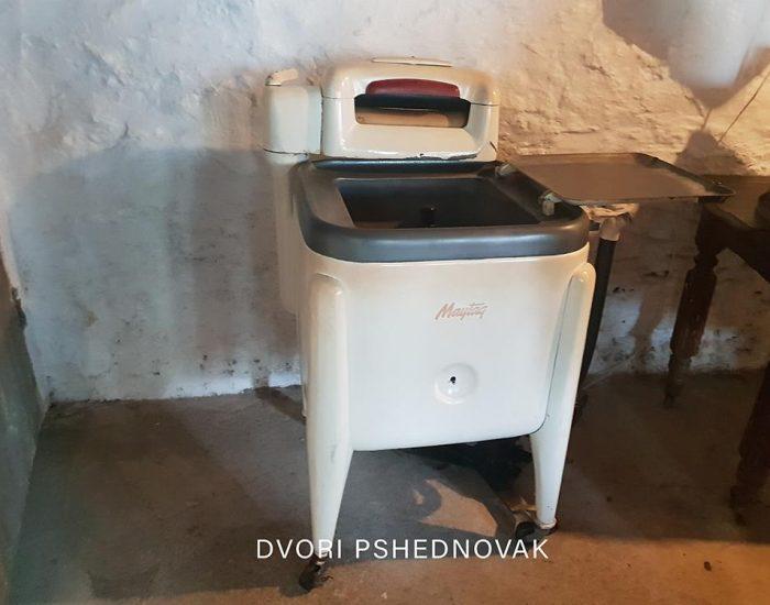 מכונת הכביסה, ללא סחיטה.