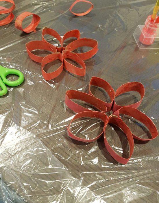 פרחים מגלילי נייר טואלט