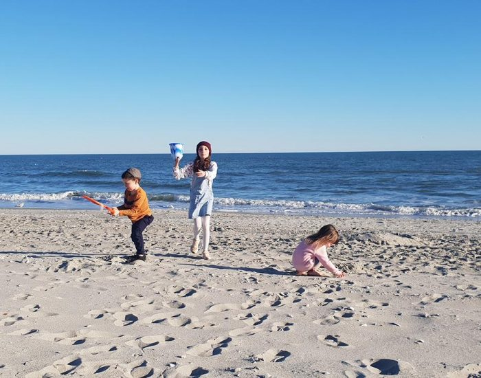 ילד משחק בים מירטל ביץ' דרום קרוליינה ארה''ב