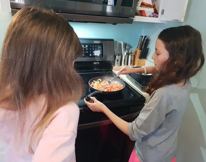 רותי לומדת לבשל