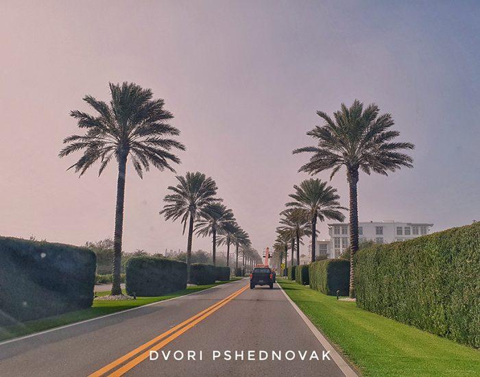 כניסה לשכונת היוקרה ALYS BEACH בפלורידה
