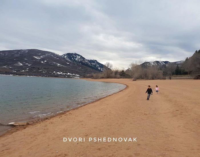 רצים באגם