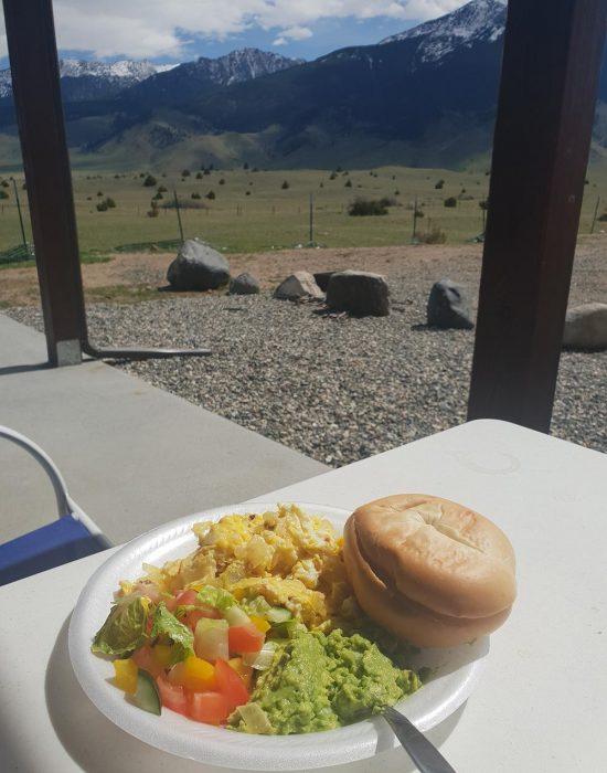 ארוחת בוקר מול הנוף