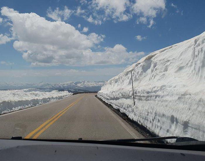 קיר שלג בגובה 4 מטר