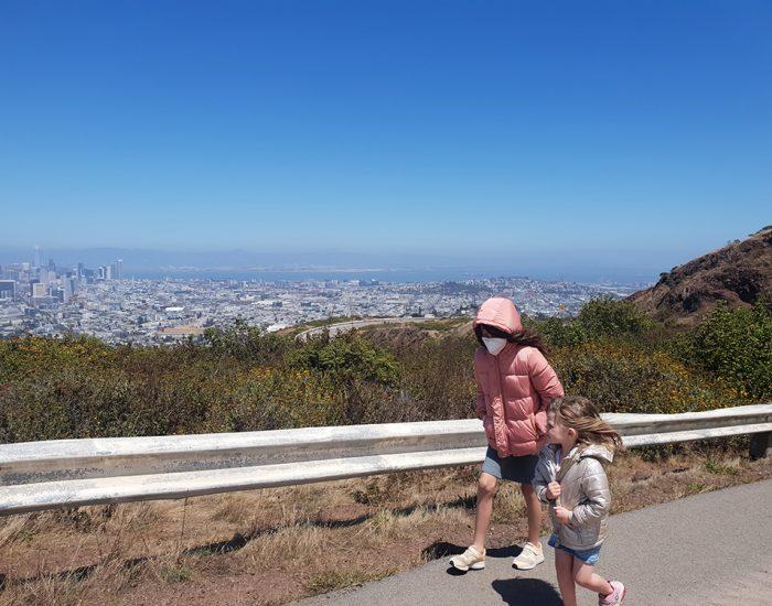 עולים רגלית לתצפית על סן פרנסיסקו