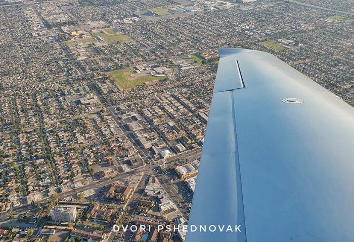 טיסה בשמי לוס אנג'לס