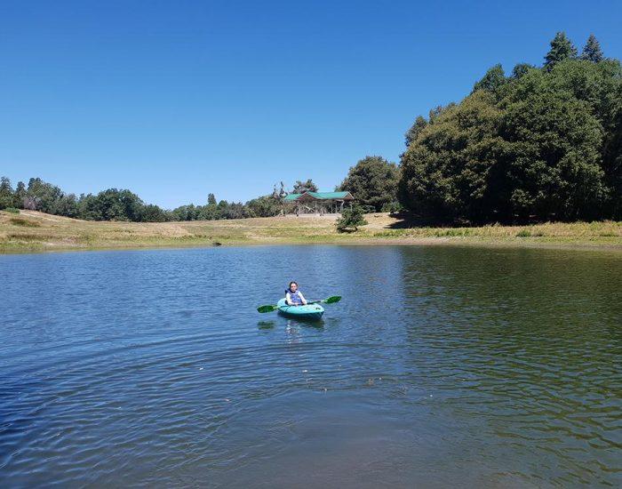 קייאקים באגם הפרטי