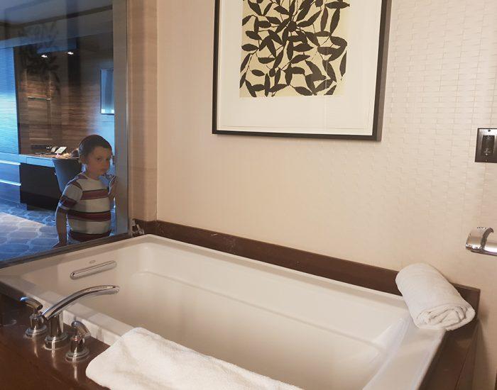 האמבטיה במלון!
