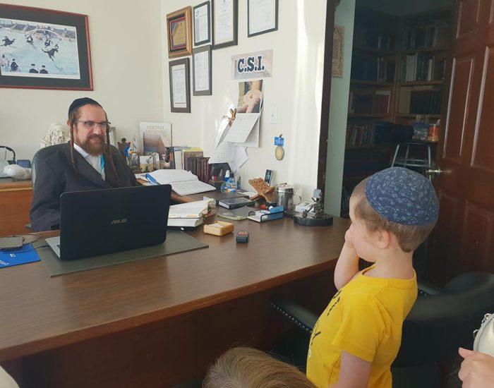 עם רב הקהילה היהודית בטיחואנה