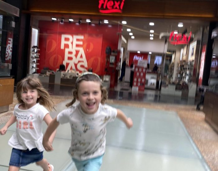 הילדים בכל מקום מאושרים :)