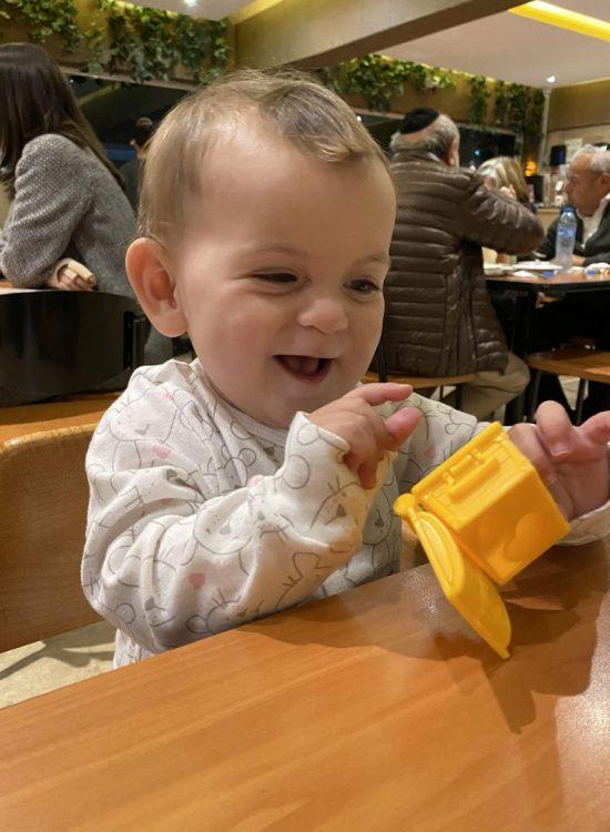 עם תינוקת מפוג'מת  במסעדת סושי טקה הכשרה במקסיקו סיטי